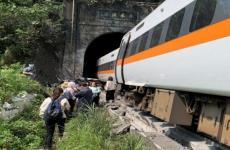 قتلى بخروج قطار عن السكة في تايوان.jpg