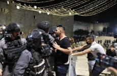 قوات الاحتلال  تهاجم المواطنين في منطقة باب العامود.jpg