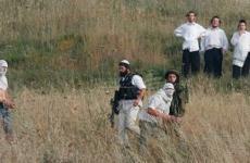 مستوطنين يطلقون النار على المواطنين في الخليل.jpg