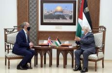 عباس ووزير خارجية بريطانيا.jpg