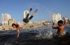 سباحة في بحر غزة.jpg