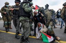 الاعتداء على مسن من قبل الاحتلال.jpg