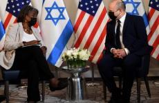 بينيت والسفيرة الامريكية.jpg