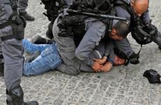 الاحتلال يعتدي على شابين قرب الأقصى.jpg