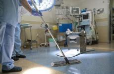 عمال النظافة في مستشفيات قطاع غزة.jpg
