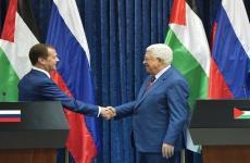 عباس ومسؤول روسي