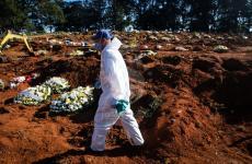 مقابر ضحايا كورونا في البرازيل.jpg