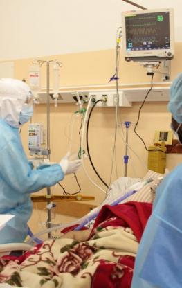 صور لمرضى كورونا من داخل العناية المركزة (1).jpg