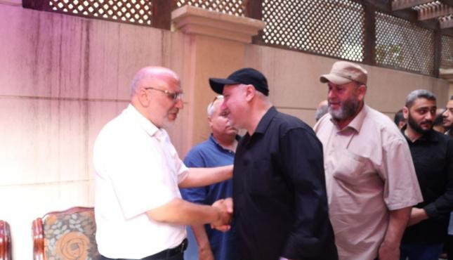 قيادة الجهاد والسرايا تزور أسر شهداء معركة سيف القدس (1).jpg