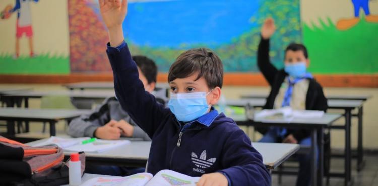 تعليم طلاب  مدرسة.jpg