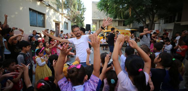 مركز ادوارد سعيد للموسيقي في غزةينظم باص الموسيقي للترفيه عن الأطفال بعد   العدوان الأخير
