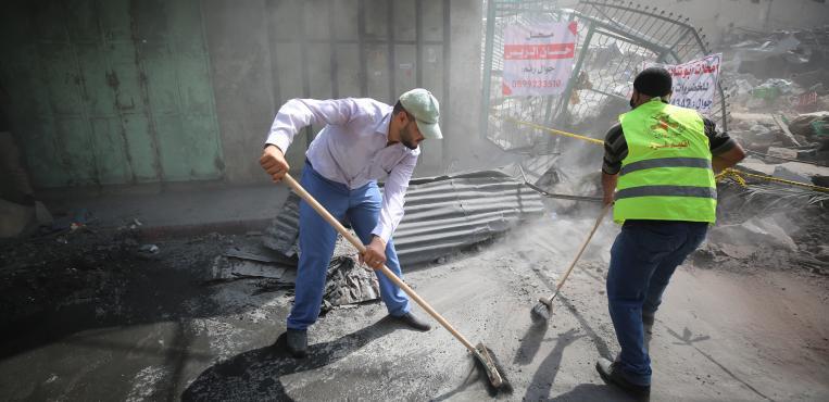 """الجهاد الإسلامي تنظم حملة تنظيف لـ""""سوق الزاوية"""" في غزة"""