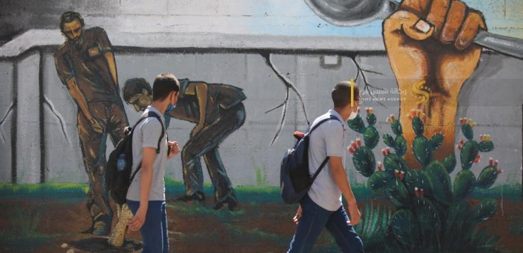 """غزة: منتدى الفن التشكيلي يفتتح """"جدارية انتزاع الحرية"""" للأسرى الأبطال الذين كسروا القيد من سجن جلبوع"""