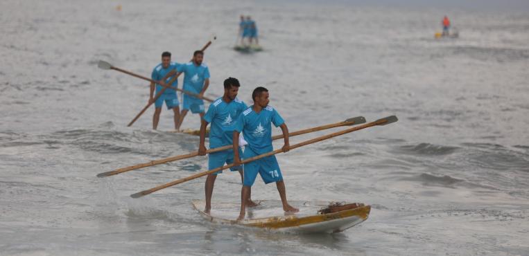 الإتحاد الفلسطيني للشراع والتجديف ينظم بطولة التجديف الأولى على شاطئ بحر غزة